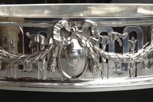 Antiquités - Goldsmith QUEILLE - Surtout of table and its planter in solid silver XIXth