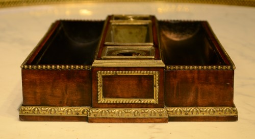 A Louis XVI ormolu mounted mahogany Inkstand - Decorative Objects Style Louis XVI