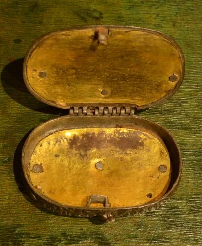 Objects of Vertu  - A 17th century snuffbox