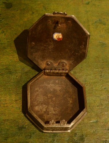 Objects of Vertu  - 17th century snuffbox