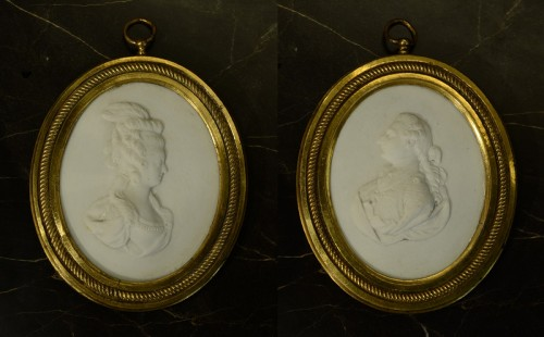 A pair of hard paste biscuit Louis XVI and Marie Antoinette portraits - Porcelain & Faience Style Louis XVI