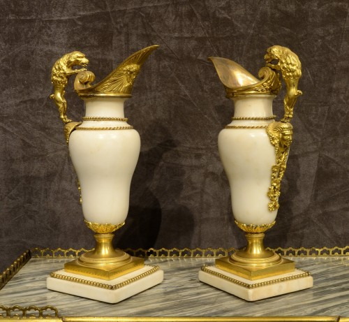 A Fine pair of Louis XVI ormolu mounted white marble ewers - Decorative Objects Style Louis XVI