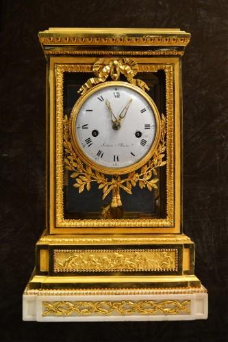 Horology  - A fine Louis XVI ormolu Mantel Clock