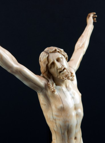 "Christ ""vivo"" carved ivory, France 17th century - Sculpture Style Louis XIV"
