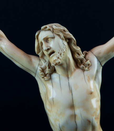 "Sculpture  - Christ ""vivo"" carved ivory, France 17th century"