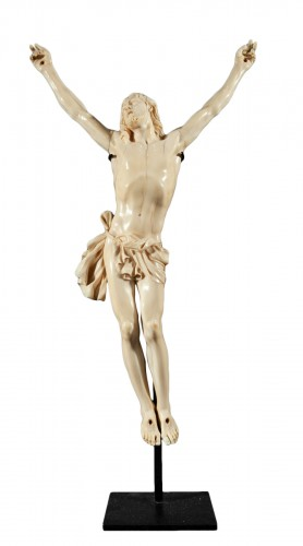 Grand Christ « vivo » en ivoire sculpté, France époque Louis XIV