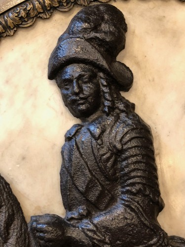 17th century sign, Cast iron horseman in a marble medallion - Curiosities Style Louis XIV