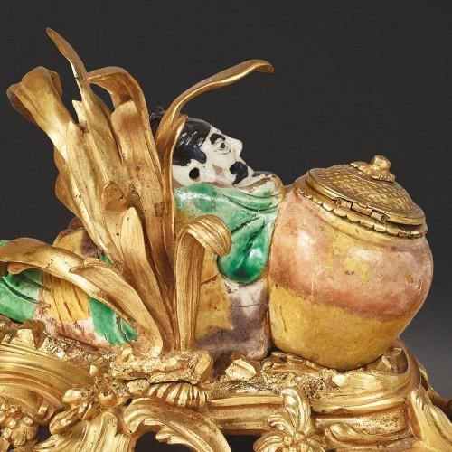 Chinese enameled porcelain inkwell -