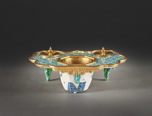 Polychrome porcelain inkwell from the Chantilly factory - Decorative Objects Style French Regence