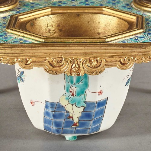 18th century - Polychrome porcelain inkwell from the Chantilly factory