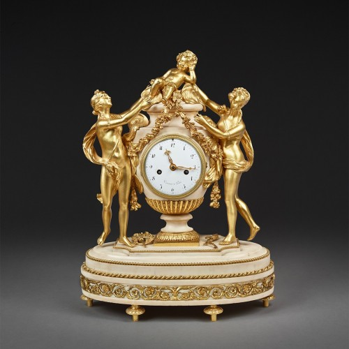 Mantel clock in a vase shape surrounded by two Graces and a Putto -