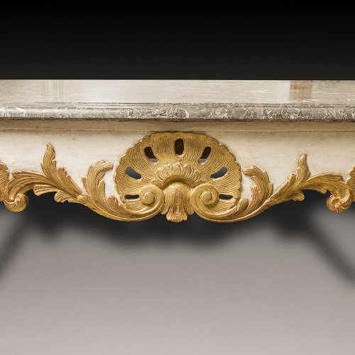 A gray and gold lacquered Console of the early 18th century - Furniture Style French Regence