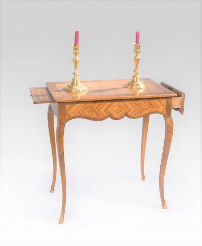 French Louis XV writing table - Furniture Style Louis XVI