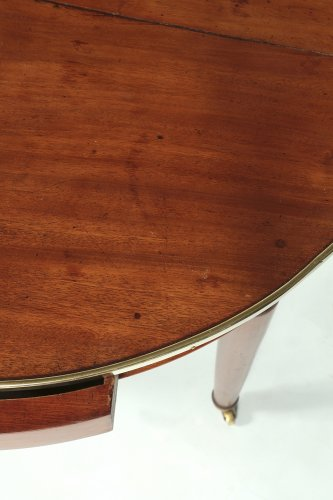 "Late 18th century mahogany ""bouillotte"" table -"