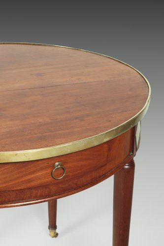 "18th century - Late 18th century mahogany ""bouillotte"" table"