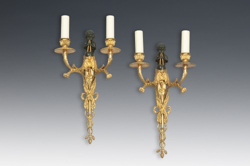 Pair of bronze wall sconces - Lighting Style