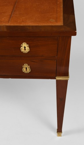 Furniture  - French Bureau plat in Mahogany, Mid 19th century