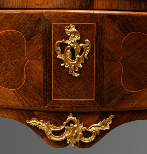 Furniture  - Louis XV chest of drawers in rosewood with boxwood nets
