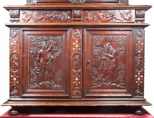 Furniture  - Rare Renaissance cabinet richly carved