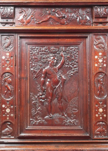 <= 16th century - Rare Renaissance cabinet richly carved