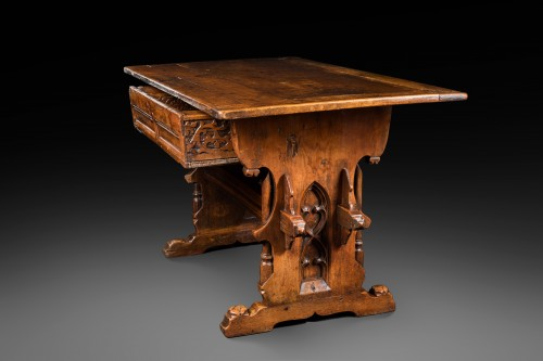Rare Gothic Swiss-German table - Furniture Style Middle age