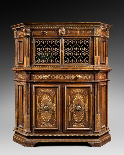 A very fine and rare Tuscan Renaissance parcel-gilt and walnut credenza - Furniture Style Renaissance