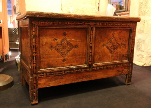 Furniture  - Rare Italian Renaissance walnut and certosina chest