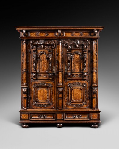 Exceptional three columns cupboard - Furniture Style
