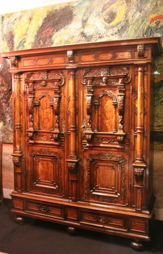 Furniture  - Exceptional three columns cupboard