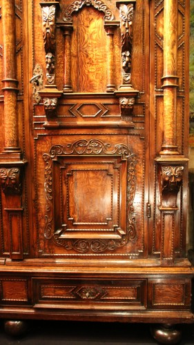 17th century - Exceptional three columns cupboard