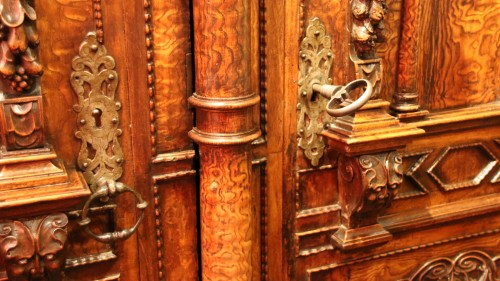 Exceptional three columns cupboard -