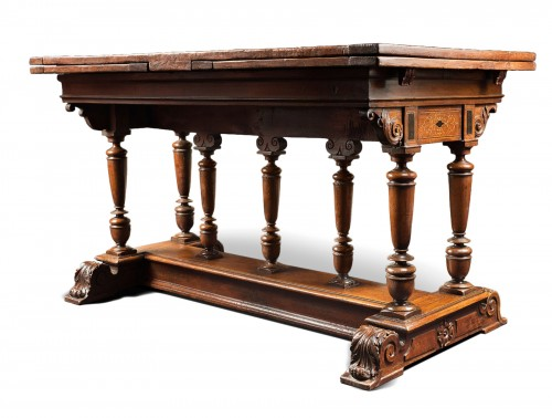 "French Renaissance formal table said ""à l'italienne"""
