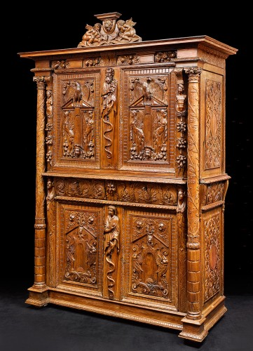 A Rare Renaissance walnut cabinet with its freestanding carved columns - Furniture Style Renaissance