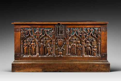 "French carved and polychromed walnut chest ""Louis XII"" - Furniture Style Renaissance"