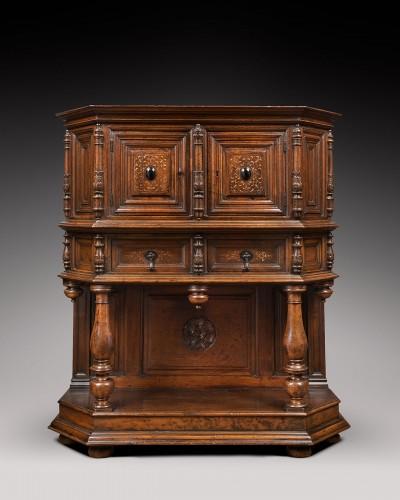 Fine French Renaissance walnut credenza - Furniture Style Renaissance