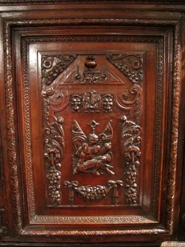 """Antiquités - French Renaissance """"meuble à deux corps"""""""