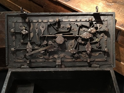 German armada chest of the 17th century - Curiosities Style