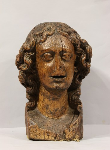 Wood carved depiction of the head of an angel - Sculpture Style Middle age