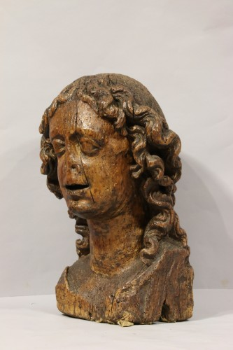 Wood carved depiction of the head of an angel -