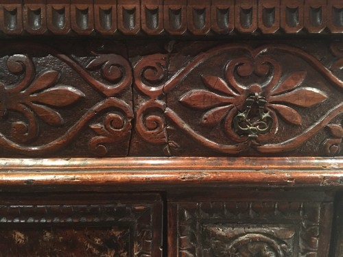 <= 16th century - Important Renaissance carved walnut credenza