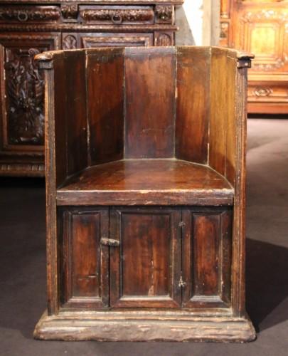 """16th century - Rare """"Sedile a Pozzetto"""" seat"""