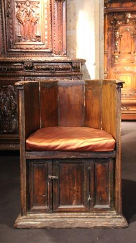 "Renaissance - Rare ""Sedile a Pozzetto"" seat"