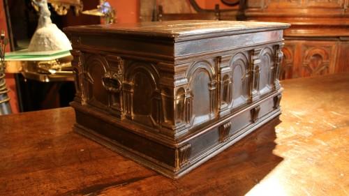 Renaissance casket with an arcature decor - Furniture Style Renaissance