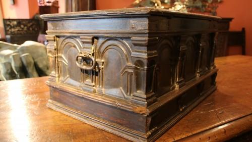 16th century - Renaissance casket with an arcature decor