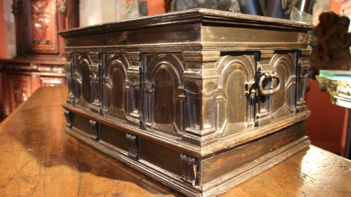 Antiquités - Renaissance casket with an arcature decor