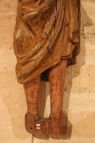 Carved wood representing Saint James dressed as Compostela pilgrim - Middle age