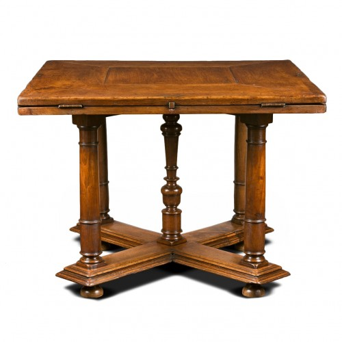 Exceptional French Renaissance leaf-table