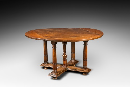 Furniture  - Exceptional French Renaissance leaf-table