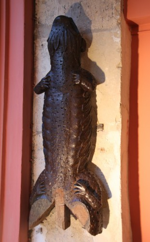 Antiquités - Element of an outdoor carved woodwork showing a salamander