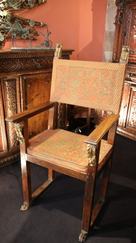 Antiquités - Large armchair with plumage